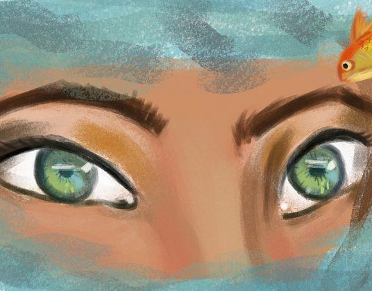 Olhar verde de Capitu emerge do mar. Um peixe dourado acompanha a cena.