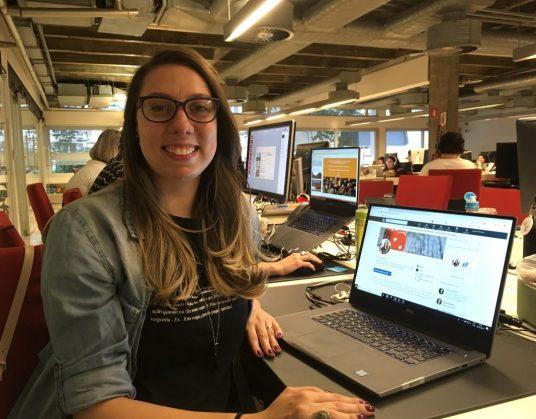 Ana Talavera trabalha em escritório