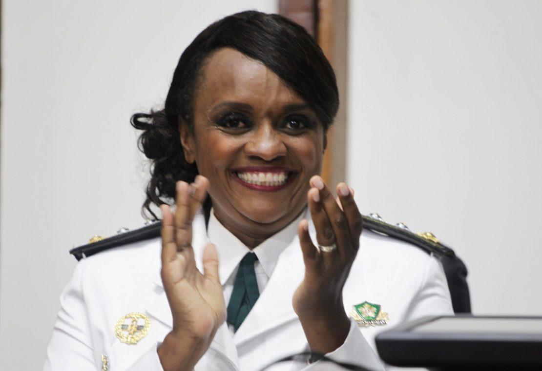 Major Denice Santiago sorrindo