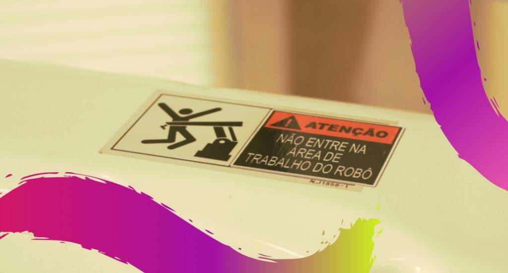 Placa com aviso para não entrar na área de trabalho dos robôs